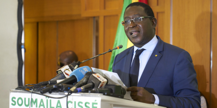 Malian Opposition leader Soumaila Cisse delivers a speech during a press conference on August 17, 2018, in Bamako, on the eve of the official results of Mali's presidential election.                              / AFP PHOTO / Michele CATTANI